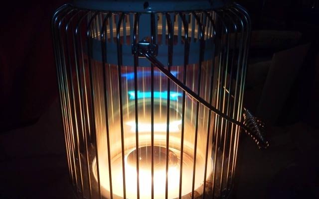 美しい炎の石油ストーブ