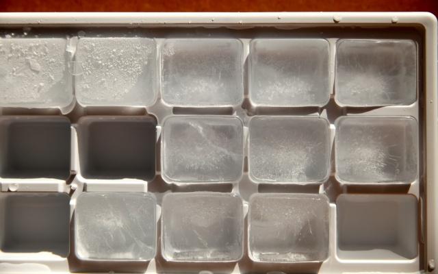 冷蔵庫の製氷皿