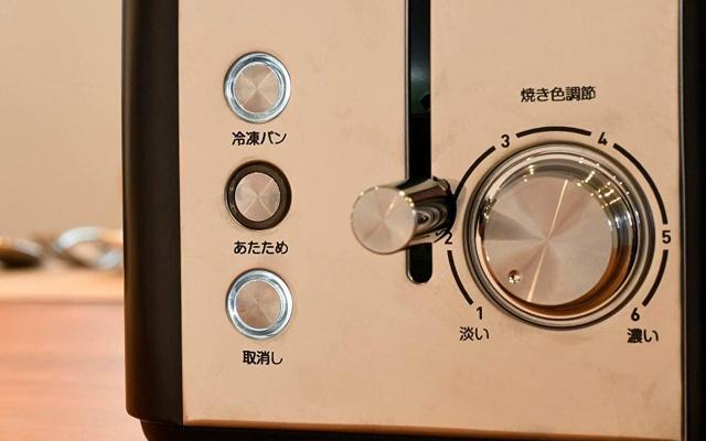 ポップアップトースタ-のさまざまな機能が書かれたボタンやダイヤル