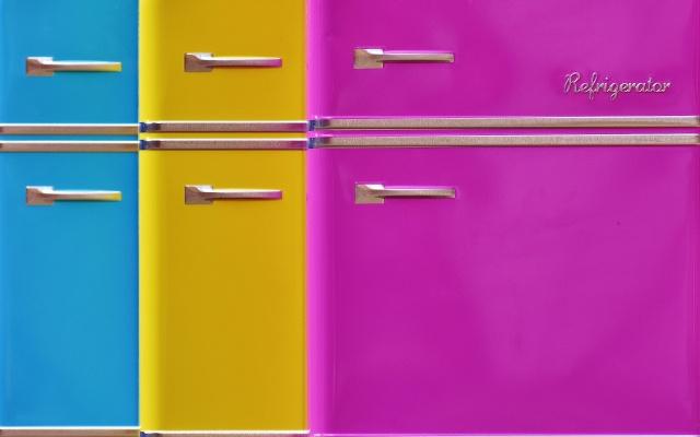 並んでいる小さな冷蔵庫
