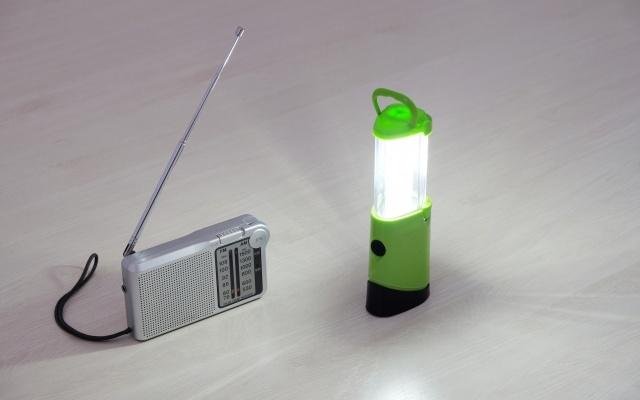 ラジオと小型ライト