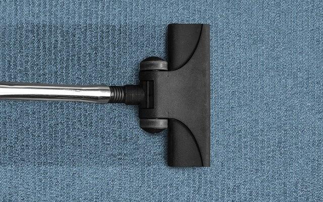 吸引中の掃除機ヘッド
