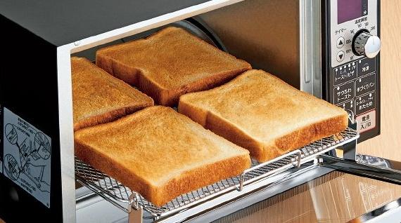 トーストを4枚焼いたオーブントースター