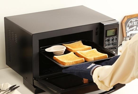 トーストを焼くスチームオーブンレンジ