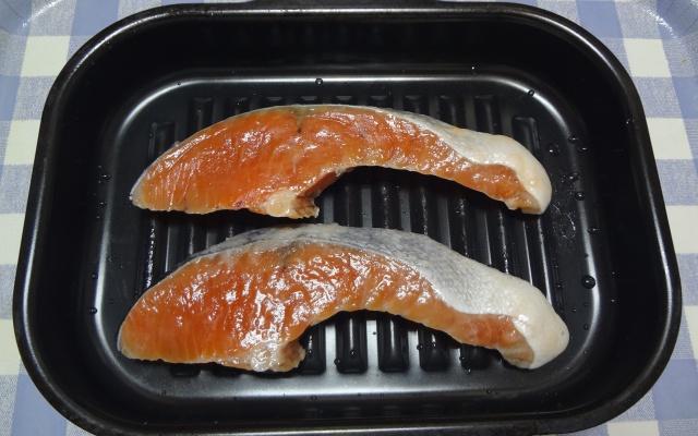 ラ・クックに入った鮭の切り身
